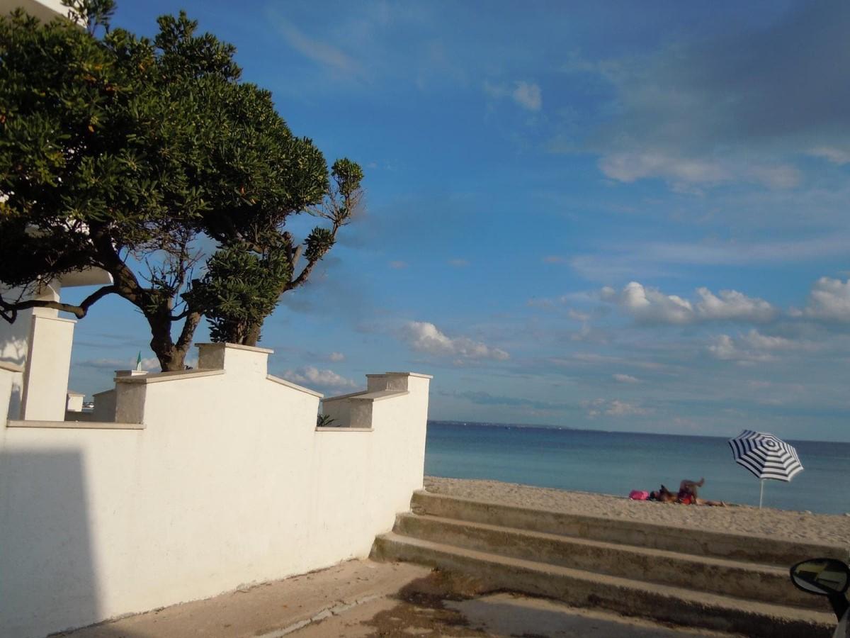 Villa spiaggia bianca affitto vacanze torre lapillo for Avvolgere intorno al costo del portico